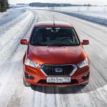 Datsun mi-DO на снежной дороге (вид спереди)